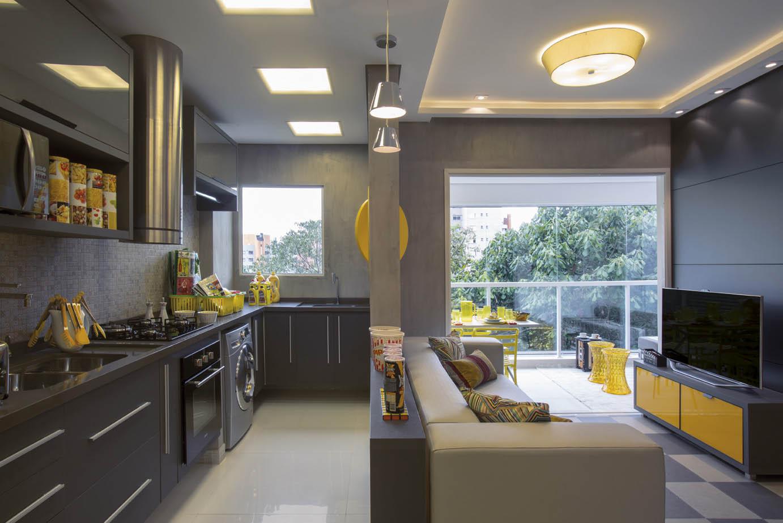 Cozinha, área de serviço e sala de estar